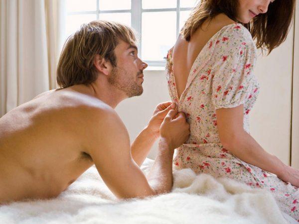 5 pozitii sexuale care te scapa de durerile de spate!